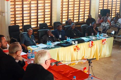 11-Tansania-Bishops-desk.jpg