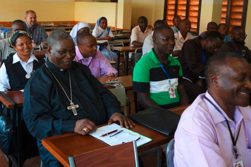 27-Tansania-Bishop-Mkude-of-Morogoro-in-discussion-group.jpg